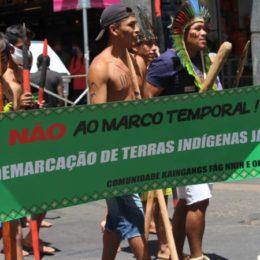 Povo Kaingang realiza manifestação contra o marco temporal em Porto Alegre (RS)